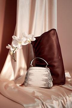 Handbags and purses deals
